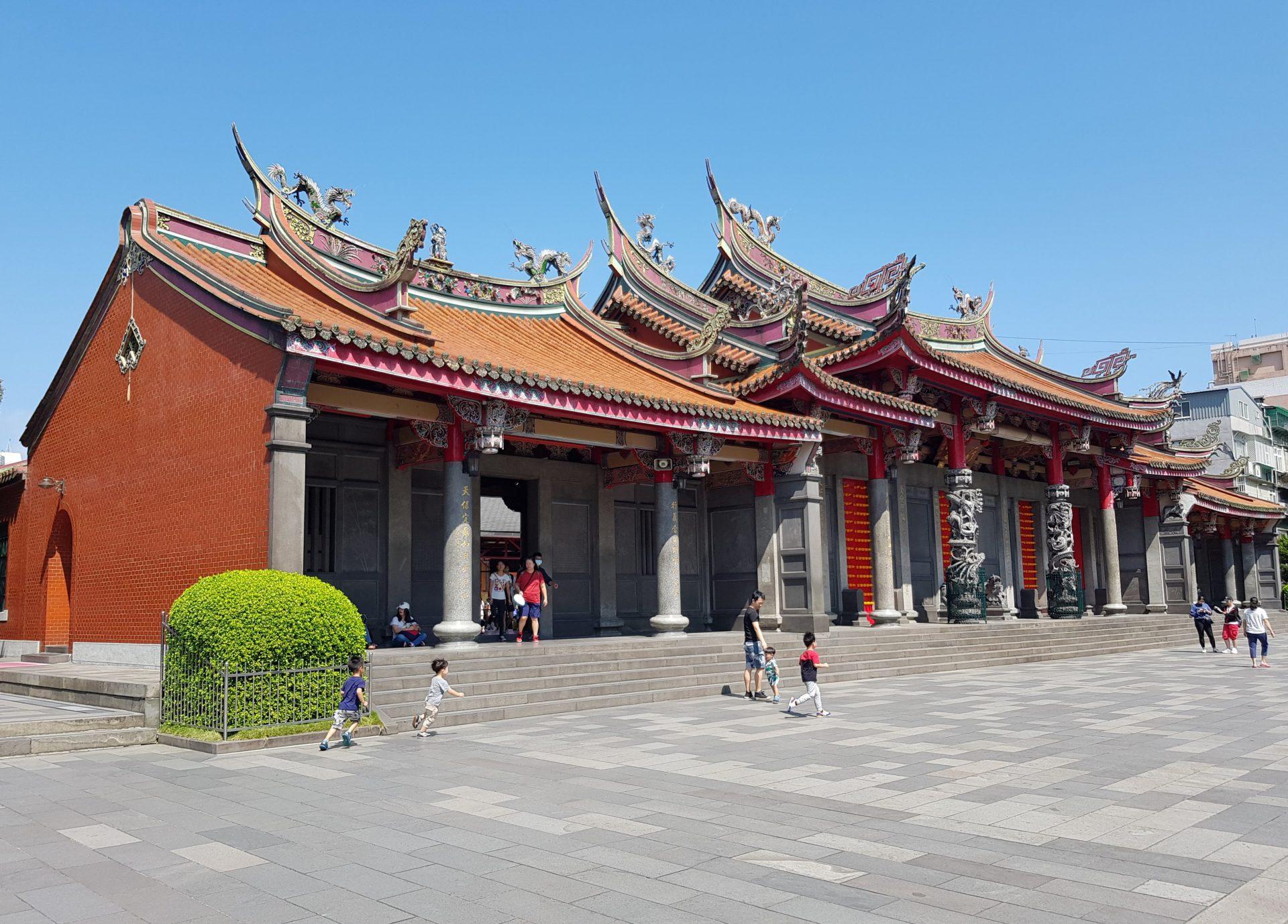 admire the beautiful hsing tian kong temple  taipei